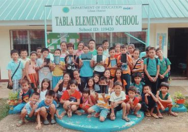 CSR: Lenovo donates tablets to Tabla Elementary School in Cebu