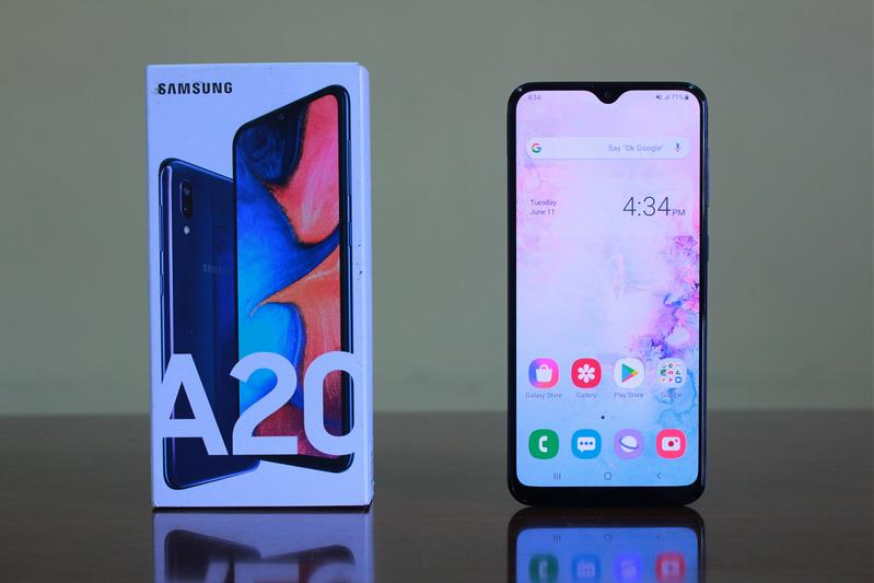 Photo of Samsung Galaxy A20 Review